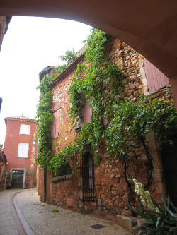 The charm of Roussillon convinced Susan Vreeland to use it as a setting for Lisette's List: Photo Copyright Susan Vreeland